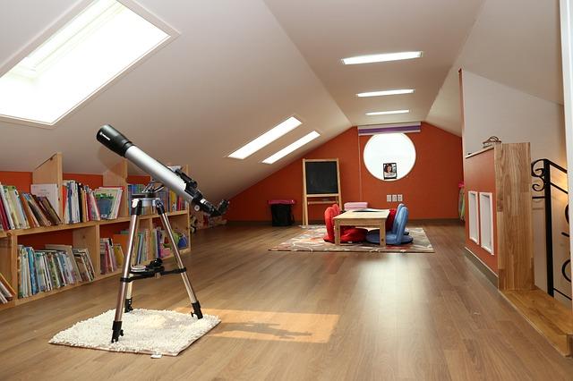 dalekohled pod oknem